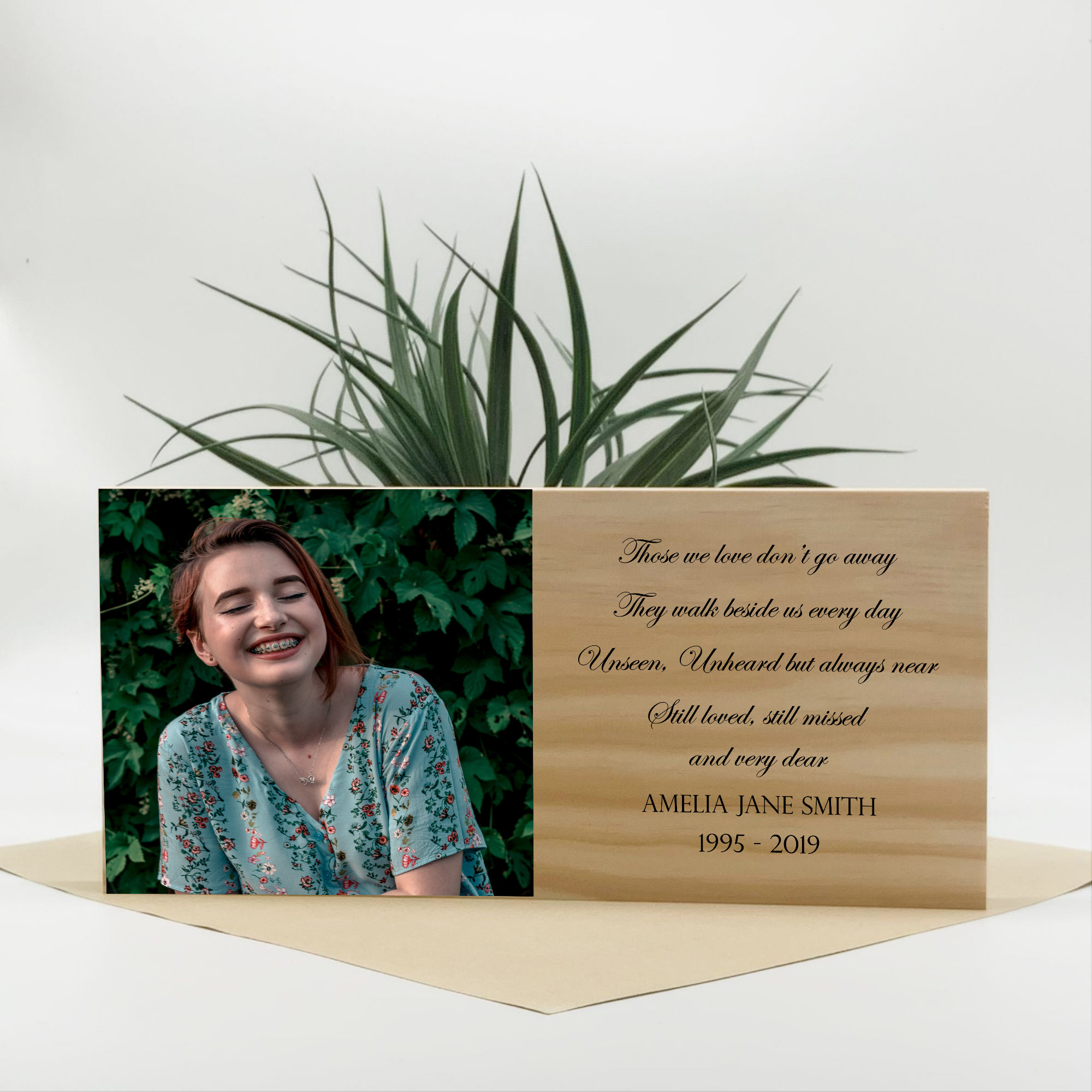 memorial-christmas-ornaments-photo-on-wooden-block